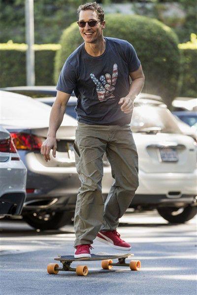 Matthew McConaughey skateboarding - www.gowood.ca