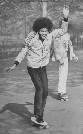 Michael Jackson skateboarding - www.gowood.ca