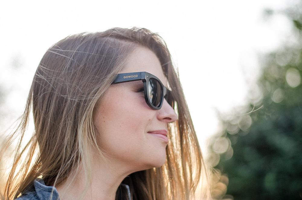 Wayfarer houten zonnebril zwart Bangkok III meisje1