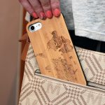 iPhone 7 and 8 wood case world map user 2
