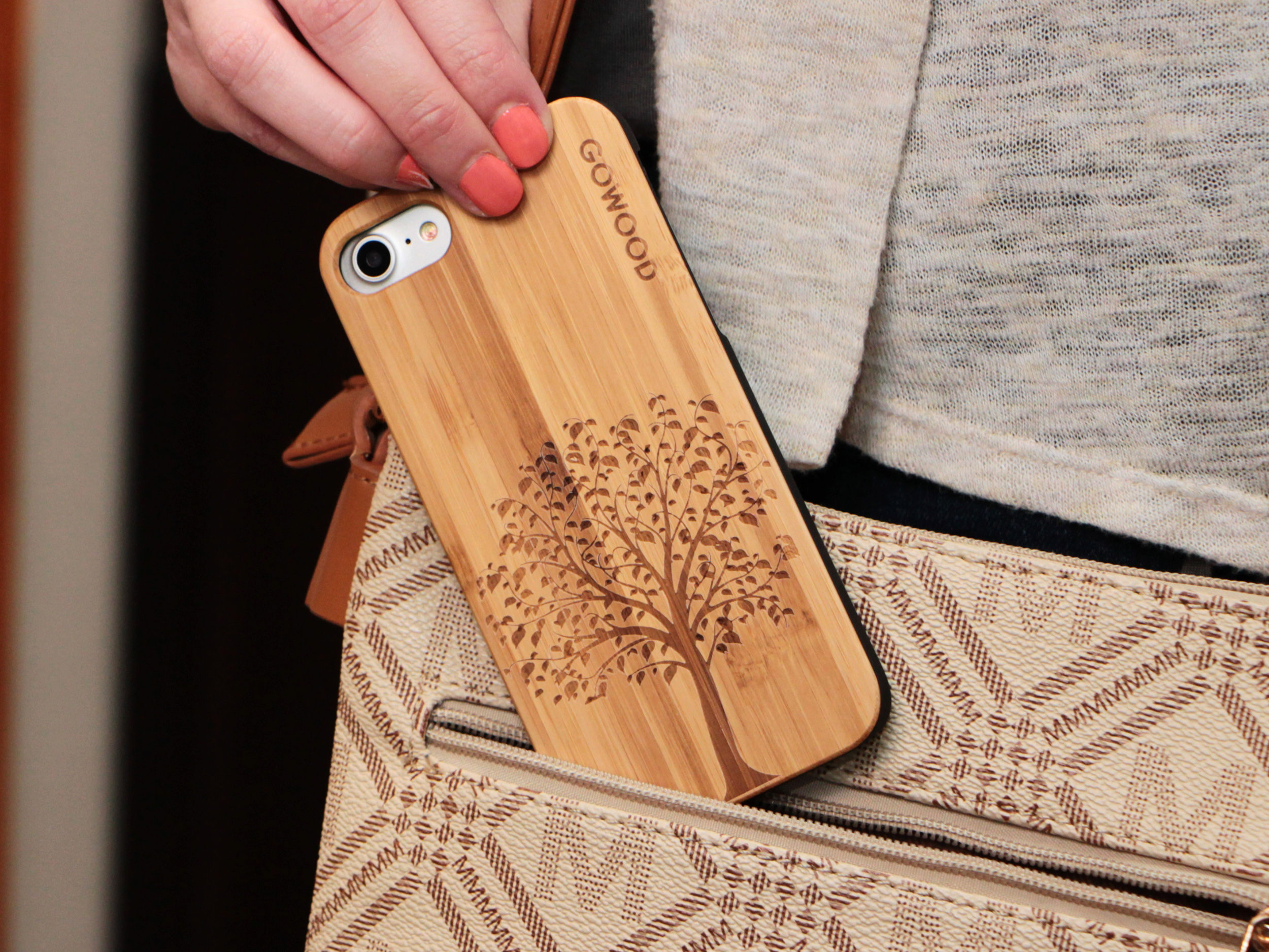 iPhone 7 and 8 wood case tree user 2