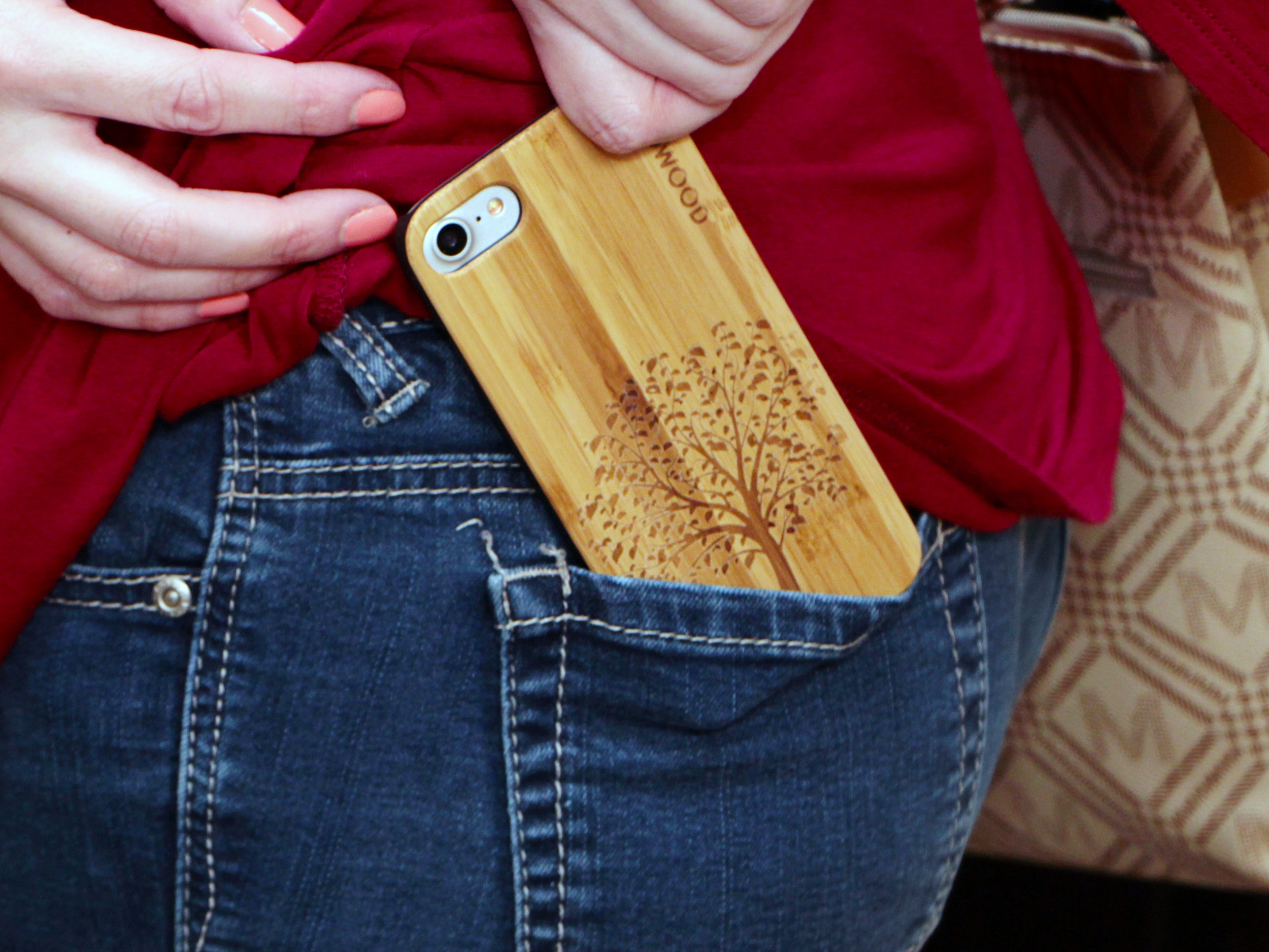 iPhone 7 and 8 wood case tree user 4