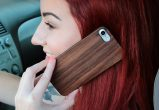 iPhone 7 wood case walnut user 3
