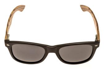 Wayfarer zonnebril met zebrahouten pootjes voorkant