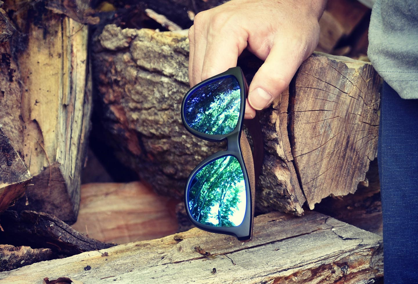 Classic walnut wood sunglasses