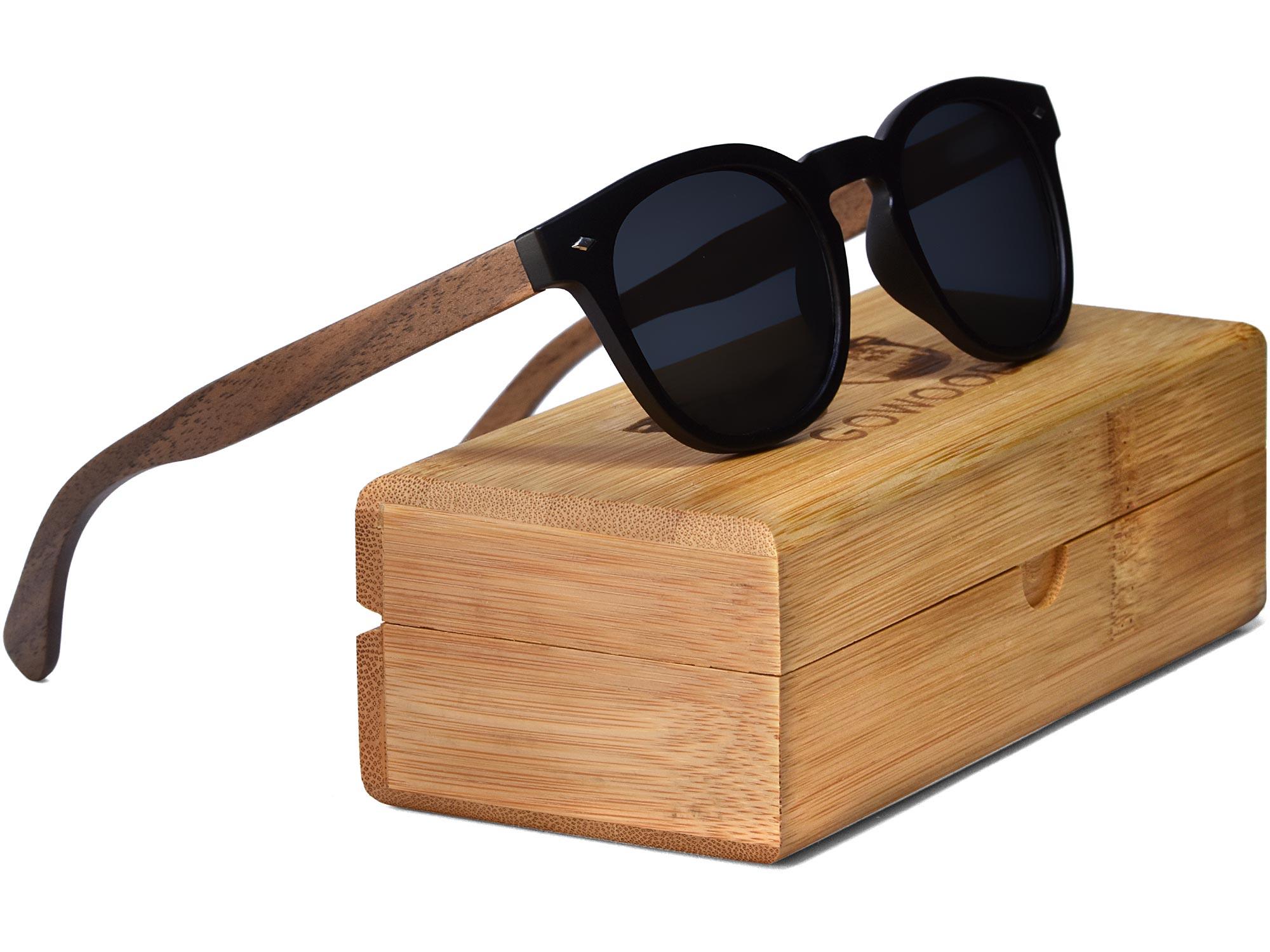 Round walnut wood sunglasses set